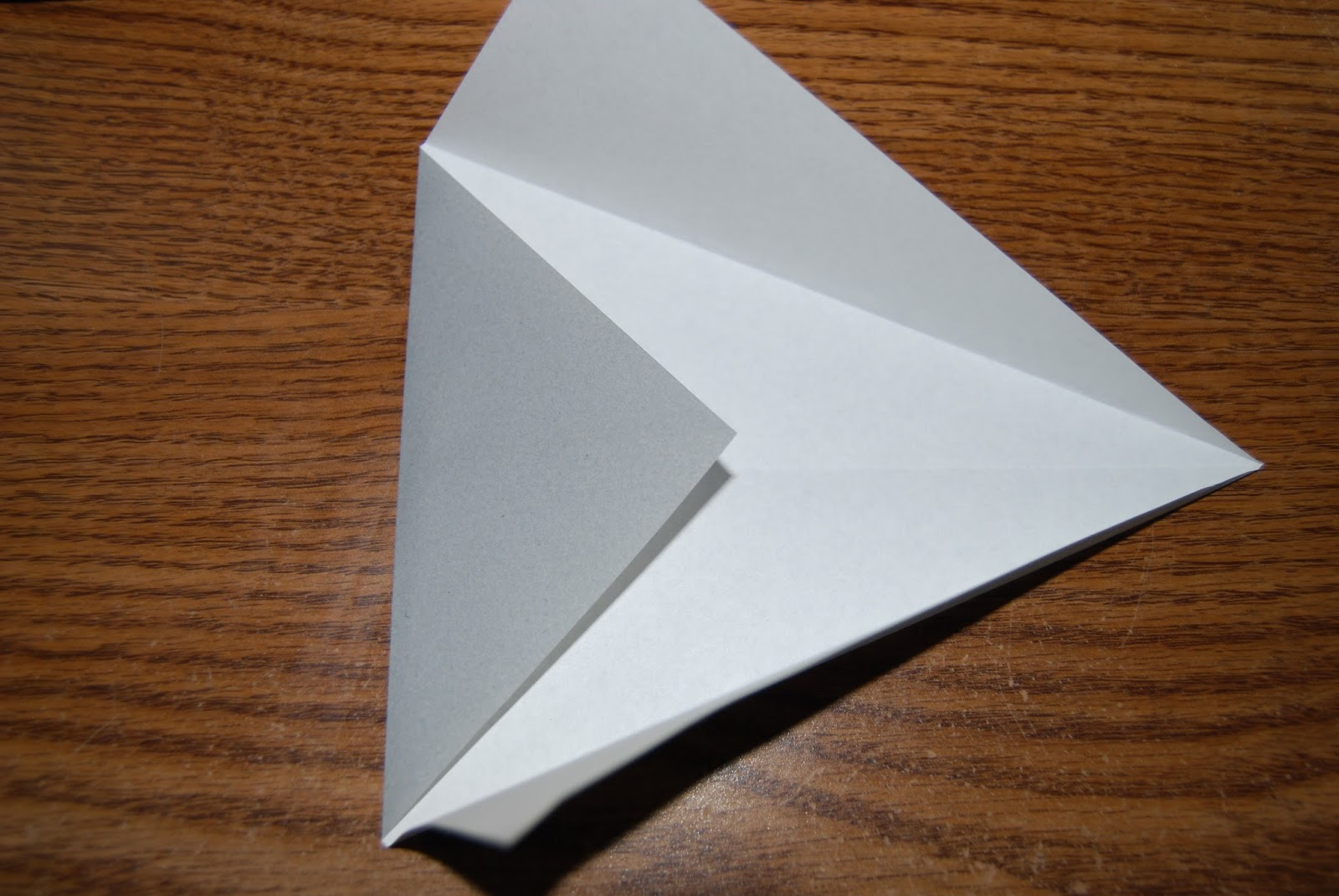 Origami stingray step 4 valley fold the left point back down at the same angle and then fold the other two flaps back down on top of it jeuxipadfo Image collections