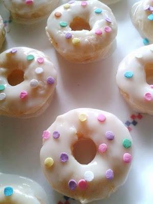 Handmade Sweet Tidings: Recipe: Baked Vanilla Lemon Sour Cream Donuts