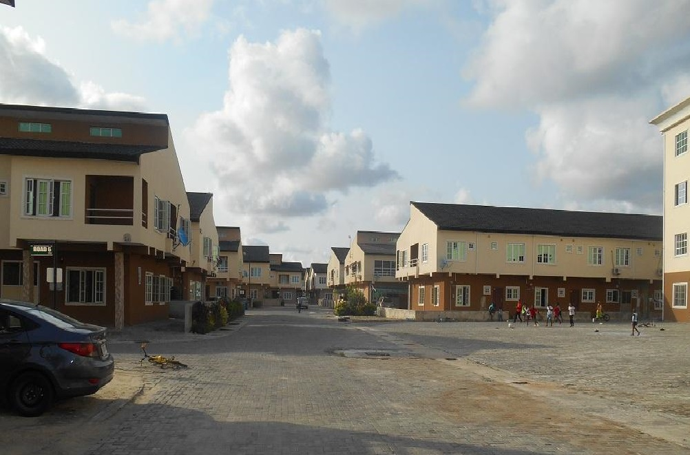 LUXURY 3 BEDROOMS TERRACE DUPLEX IN A SERVICED ESTATE IN LEKKI