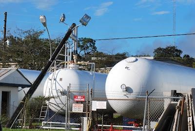 Sondermeldung Florida : Evakuierung in Holly Hill, Orlando - Stromleitung hängt über 20000-Gallonen-Propangastank, Propangastank AmeriGas Ecke Commercial Drive und 6th Street in Holly Hill
