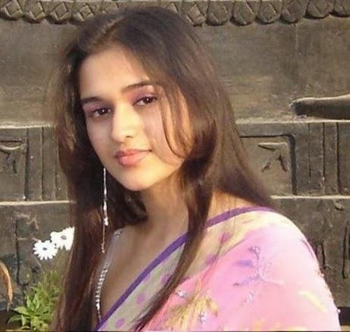 Bangladeshi Cute Girl in sexy Pink Saree