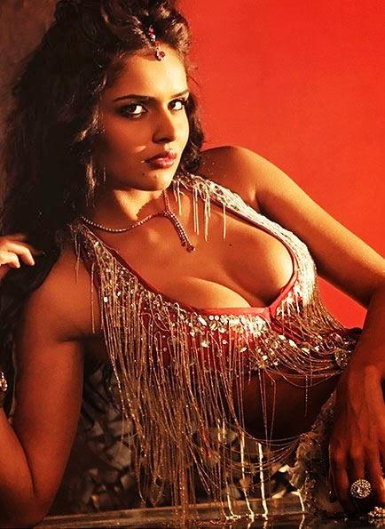 Nathalia Kaur showing her sexy huge big cleavage pics
