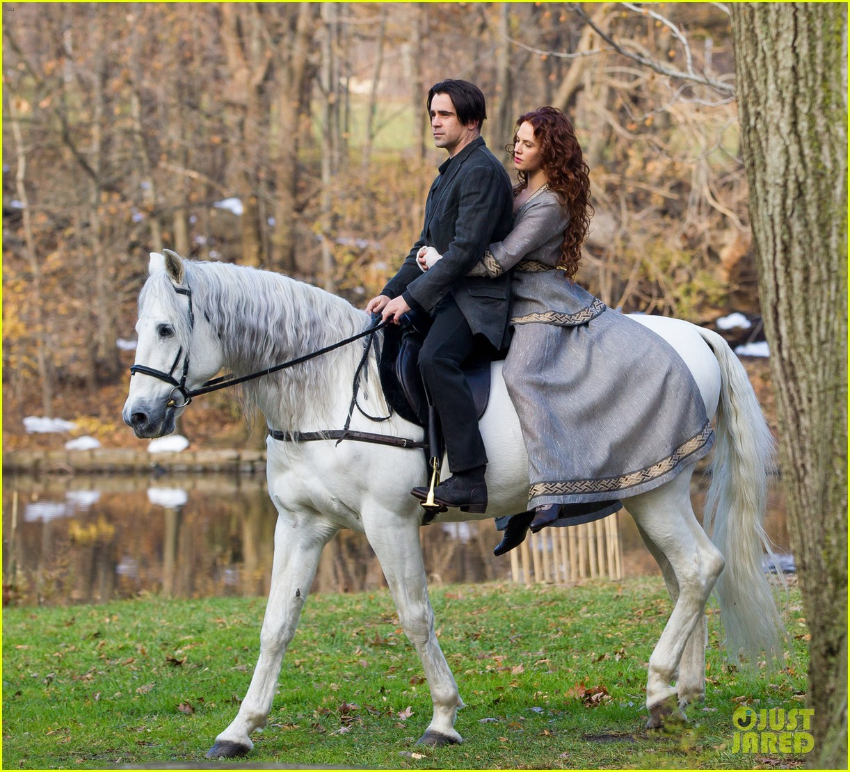 http://4.bp.blogspot.com/-rDxrlWJY-TU/URJ-VSdhjkI/AAAAAAAAEPY/u3ZCXz8LHHM/s1600/colin-farrell-jessica-brown-findlay-horseback-riding-winters-tale-02.jpg