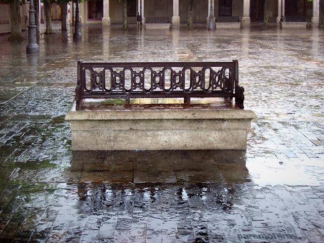 Banco y lluvia, 2012 (cc) Abbé Nozal