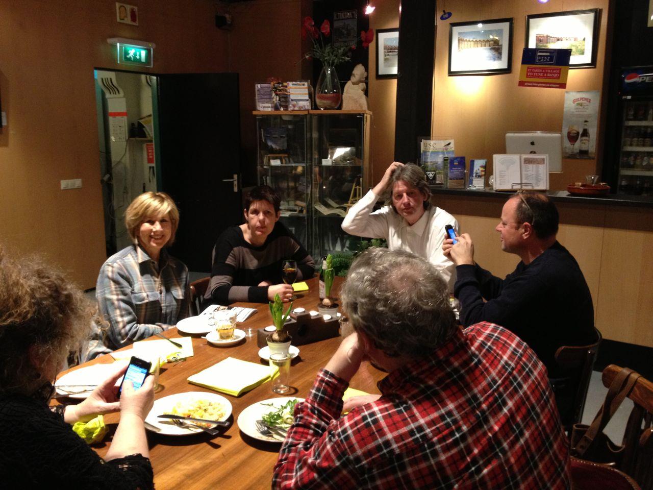 feest vriend gezicht zitten in Roermond