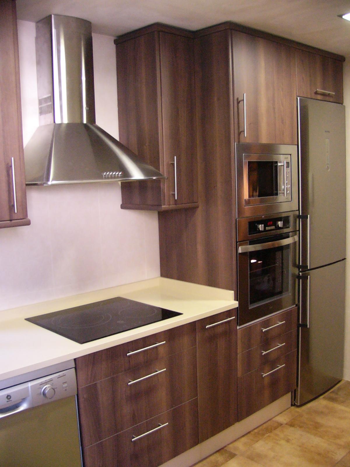 Sfc muebles sostenibles y creativos cocinas - Muebles color nogal ...