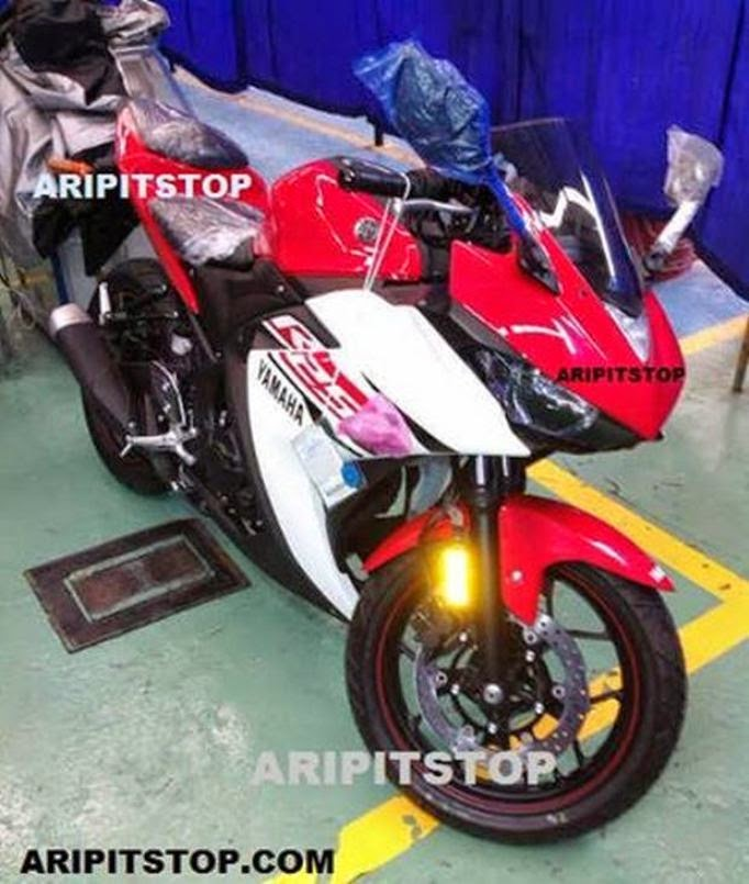 New 2015 Yamaha YZF-R25 250 in production version