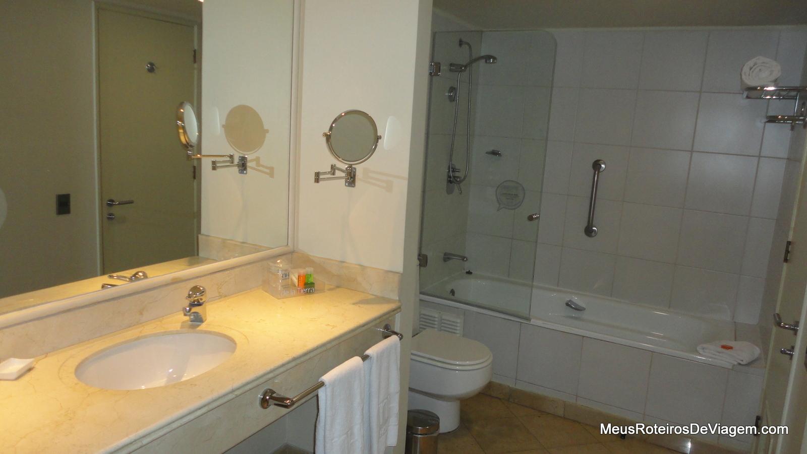Imagens de #976C34 Dica de Hotel em Santiago: NH Ciudad de Santiago no bairro  1600x901 px 2776 Box Banheiro Nh