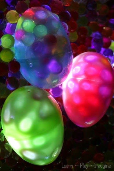 Sensory play with glowing Easter eggs and water beads - so cool!