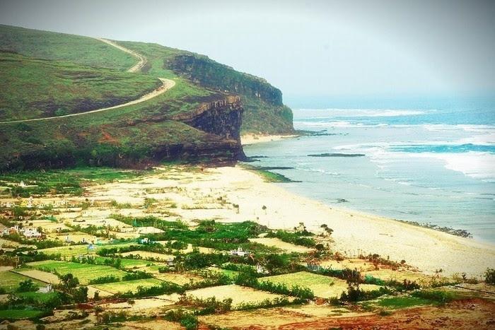Những con đường quanh co trên đảo Lý Sơn