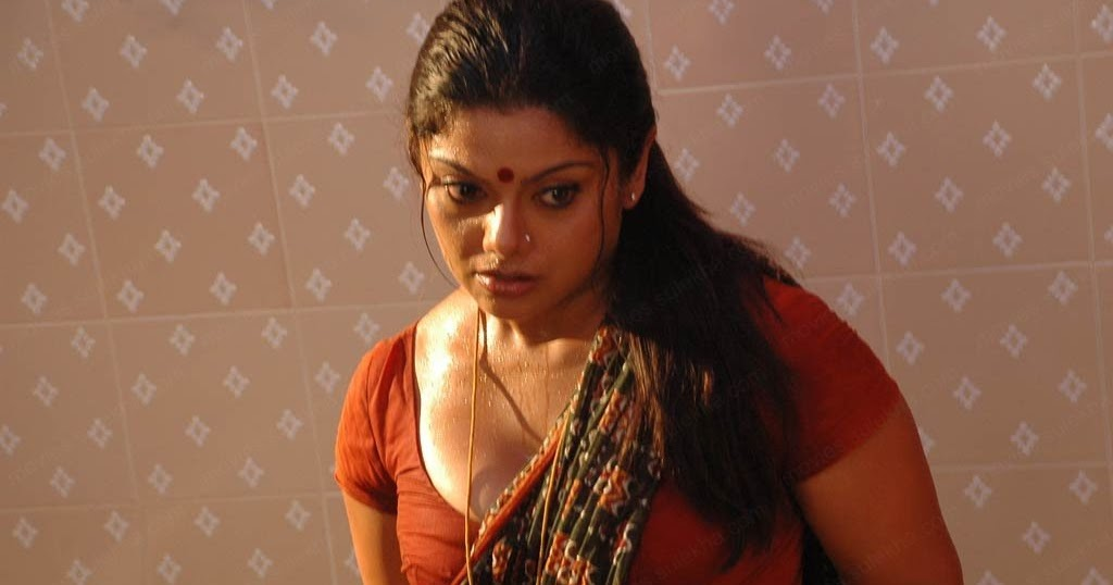 Amma Mazhayil Nananjappol Part 1 Kambi Katha Malayalam ...