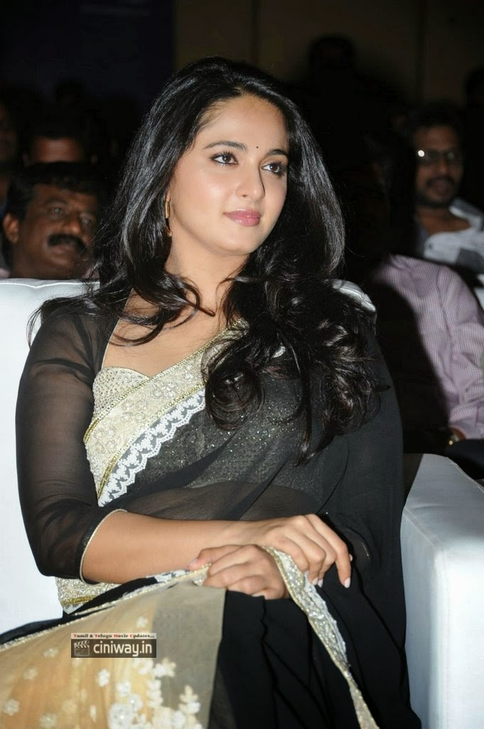 Anushka-Stills-At-Lingaa-Movie-Audio-Success-Meet