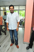 Karthi at Oopiri Pressmeet-thumbnail-9
