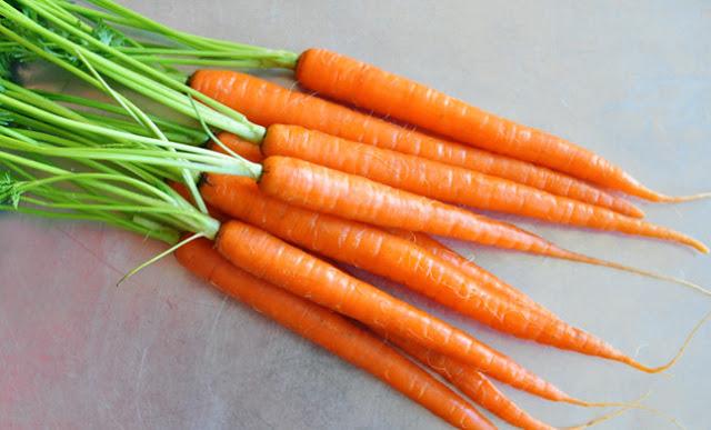 Trị mụn đầu đen bằng mặt nạ cà rốt