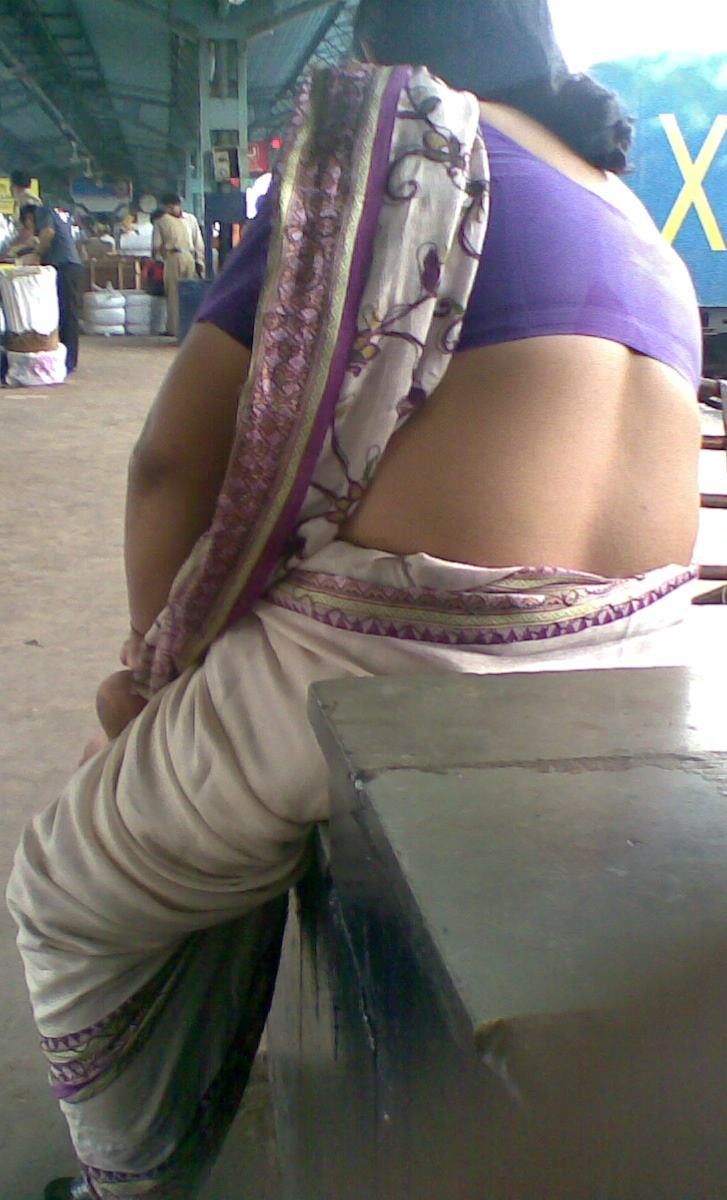 Real Life Aunty Back Blouse Pics
