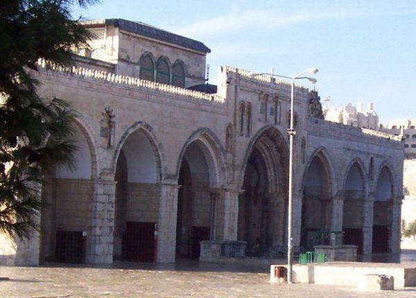 Fasad dan serambi masjid al-aqsa