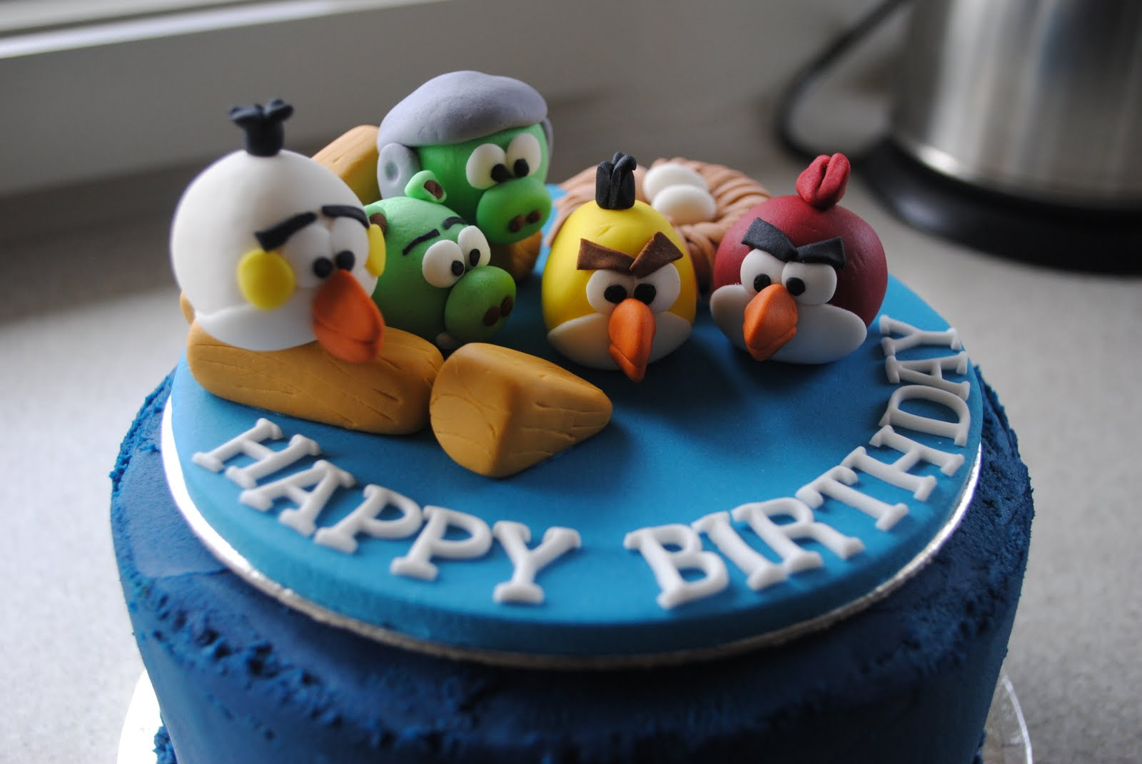 A sparkley silver lining cake decorating angry birds party for Angry birds cake decoration