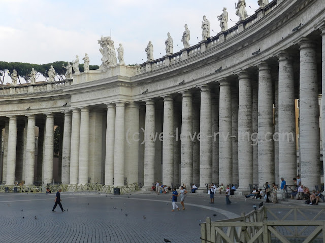 The colonnade with statues on top, surrounds the plaza.