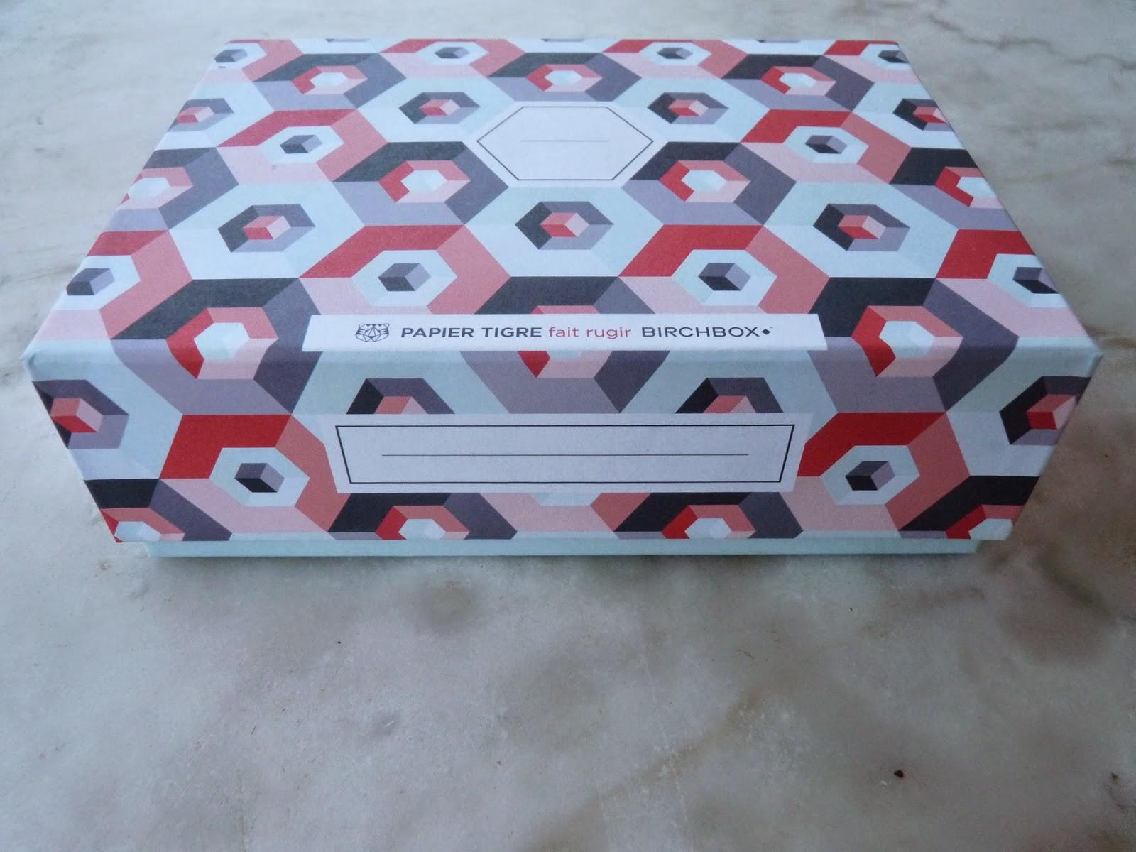 birchbox, mai 2014, papier tigre, biosilk,soin cheveux, marvis, dentifrice menthe, menthe forte, burts bees, crème corps, lait corps, lait et miel, jean d'estrée, rouge à lèvre, pivoine,