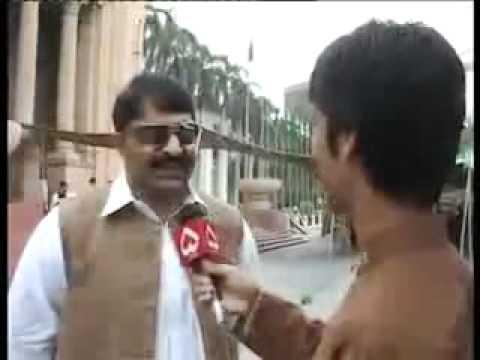 Funny Clip In Pakistan 2011 77