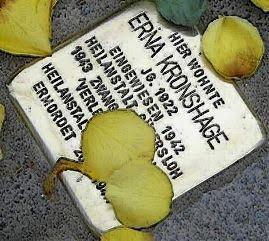 Stolperstein zum Gedenken an Erna Kronshage in Sennestadt zum 90. Jahrestag ihres Geburtstages