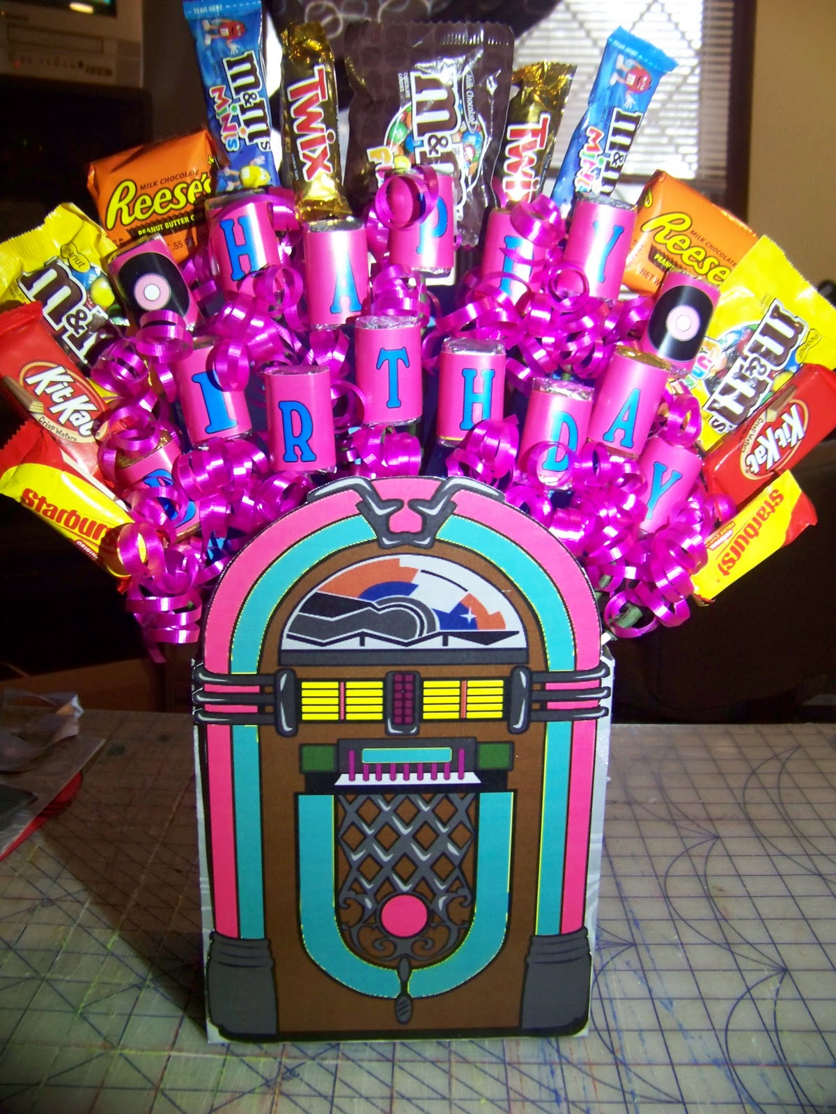 Sock hop jukebox candy bouquet tutorial everyday parties for Decoration 50 s theme
