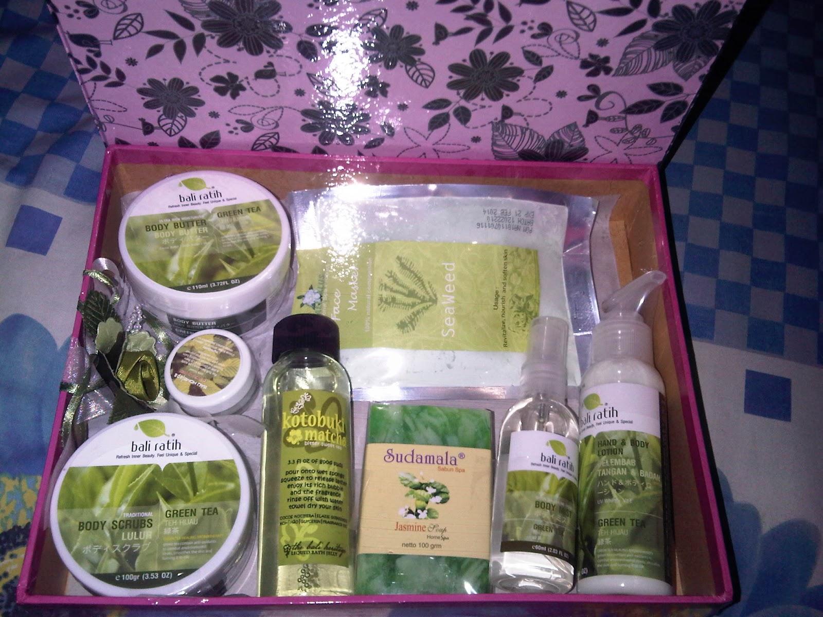 Aura Shop Paket Box Cantik Bali Ratih Body Lotion Dan Shower Gel Isi Butter Scrub Mist Sabun Natural Face Mask Lip Balm Plus Hiasan Bunga