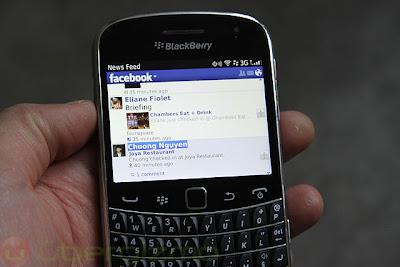 El día de hoy se ha actualizado Facebook para BlackBerry a la versión 4.0.0.8 incluyendo nuevas mejoras y correcciones de errores. Lo nuevo: Etiquetas de fotos: posibilidad de añadir etiquetas a las fotos con etiquetas existentes. Capacidad pinch-to-zoom en las fotos Mejoras de superposición para la navegación completa, incluyendo la opción Mostrar/Ocultar etiquetas, iconos actualizados/Comentarios Lista de Navegación (aplicación de la función de búsqueda, nuevos grupos y la lista de páginas) Nuevos contactos por separados en pantallas páginas Nuevas notificaciones en vista rápida y mejoras en las notificaciones Si tienes una cuenta en BlackBerry Beta puedes descargar está aplicación haciendo