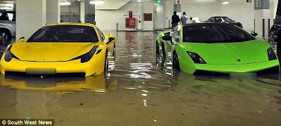 http://4.bp.blogspot.com/-rHkPsV59bIA/UNnQlavzDrI/AAAAAAAAQiM/x_FsrBuGrkY/s1600/Supercar+tenggelam+banjir+kilat+1.jpg