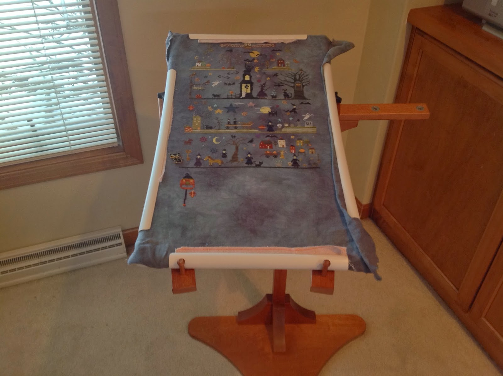 Melanie the WIP Slayer: I\'m in love with this needlework stand!