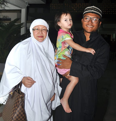 Shaheizy Sam Bersama Ibunya Ketika Majlis Tahlil Baru-Baru Ini