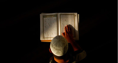 Masya Allah... Inilah Manfaat Luar Biasa Membaca Al-Quran Setelah Maghrib & Subuh