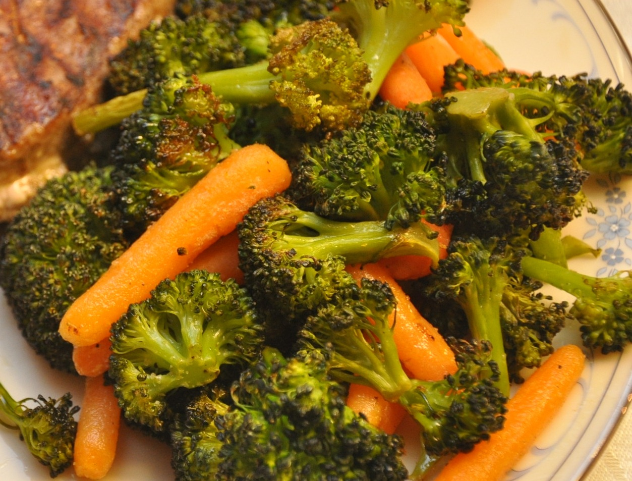 What's Cooking at Richard's ??: Roasted Broccoli & Carrots