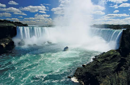 how to get from niagara falls ontario to toronto