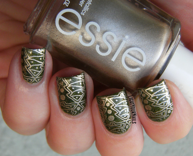 Christmas trees stamped manicure