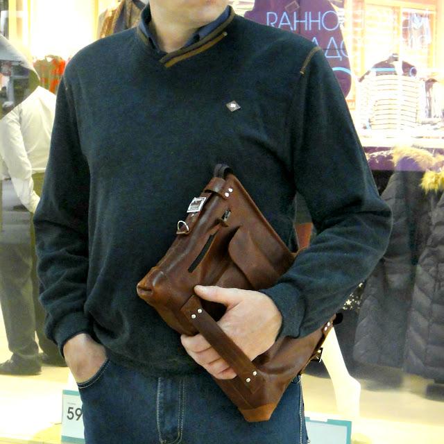 Мужская сумка через плечо, натуральная кожа цвета виски или чая - подарок мужчине, подарок мужу