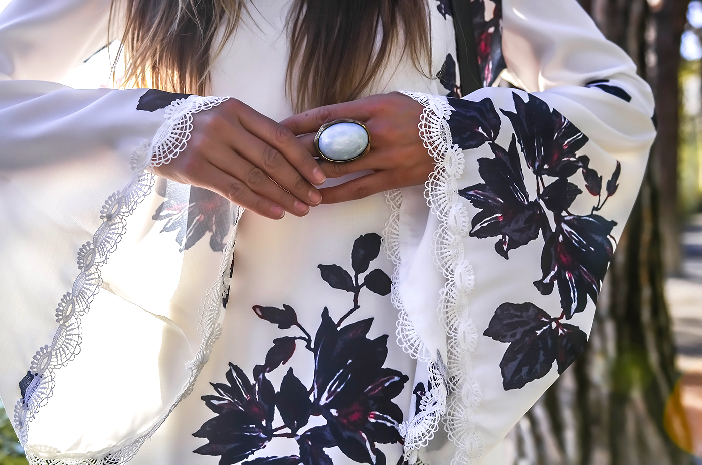 alison liaudat, blog from switzerland, swiss fashion blogger, blog mode suisse, gypsy look, sheinside look, nomad trend, beauty blogger, bell sleeve, all white outfit,