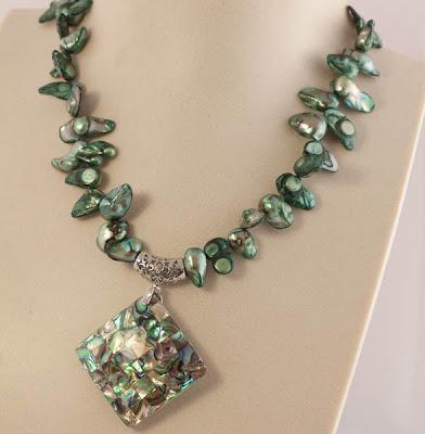 http://www.pinkbijou.com/index.php/collar-perlas-verde/