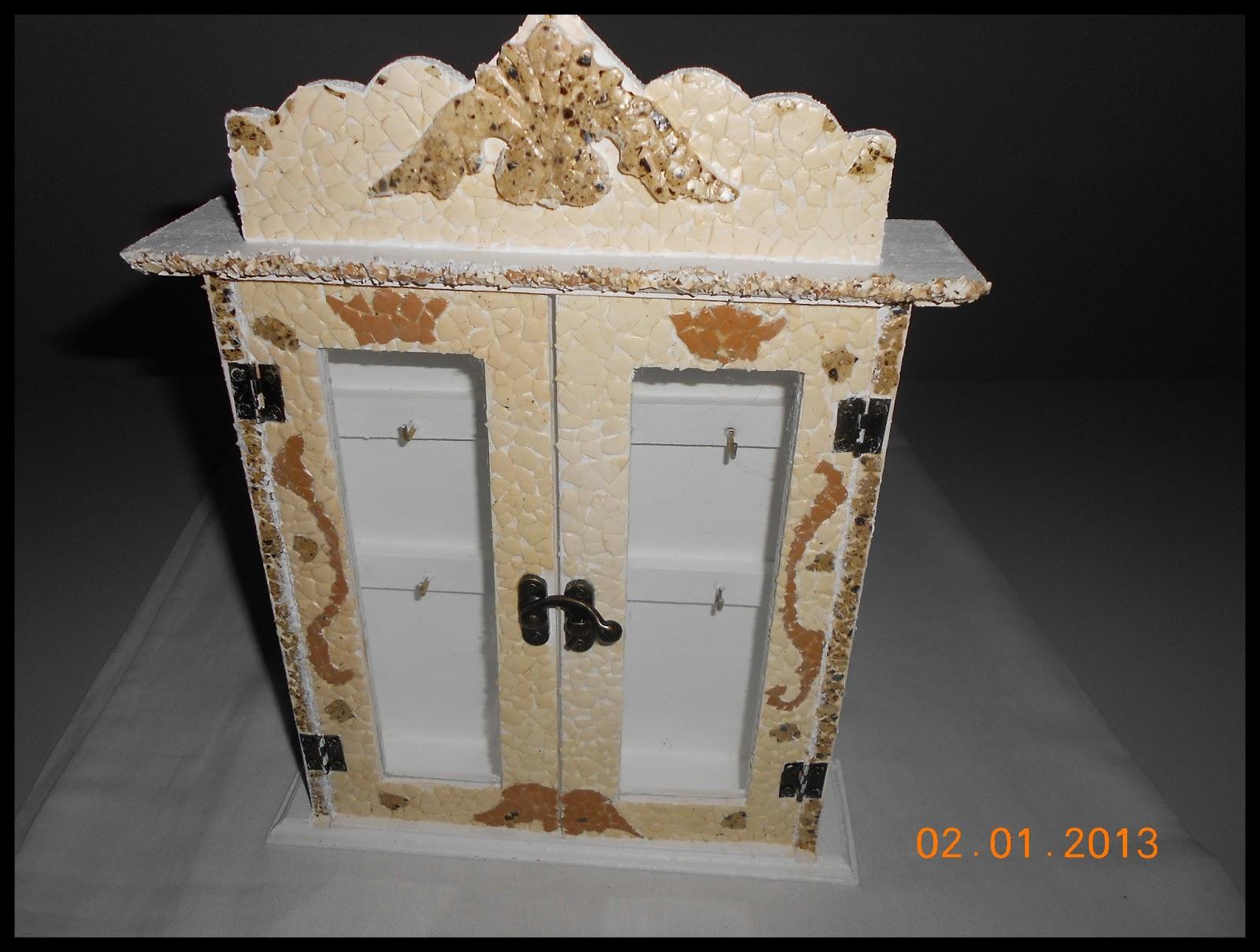 Decora con rosa caja para llaves de madera con c scara - Caja de huevo ...