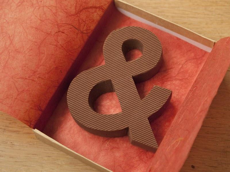 Las hermosas y comestibles letras de chocolate Chocography de Rosa de Jong