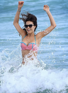 English: Julia Pereira Red Bikini New Year's Eve 2014 Miami
