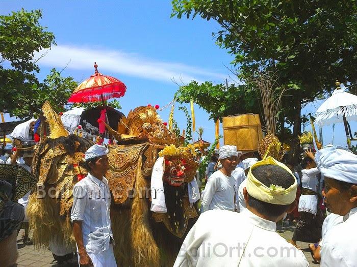 Melasti ritual on Friday, March 28, 2014