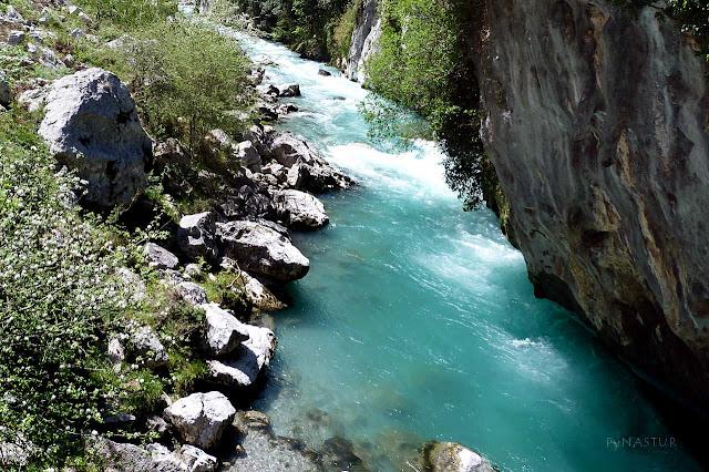 Río Cares desde el Puente de La Jaya - Parque Nacional Picos de Europa