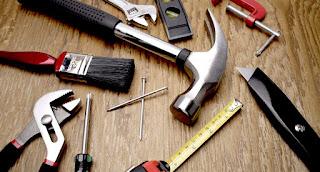Ferramenta negozio che vende articoli di ferro come arnesi,strumenti atti al settore dell' edilizia
