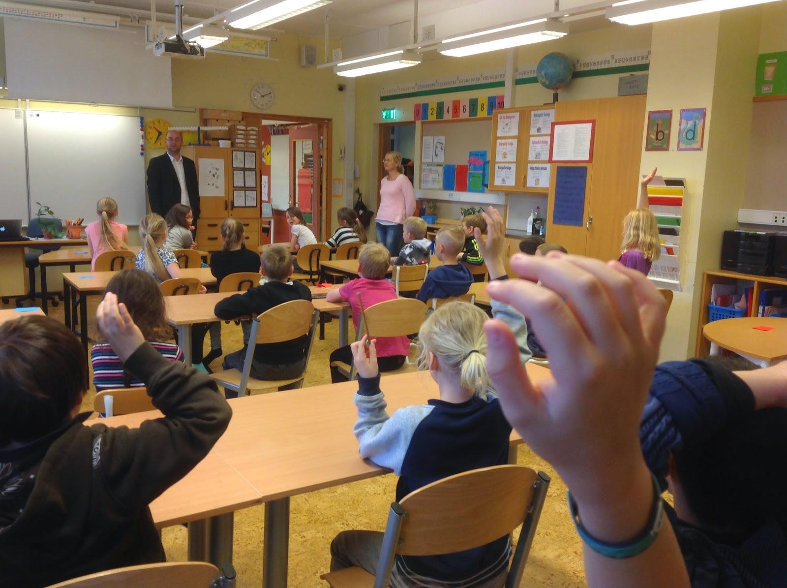 Många frågor till om sopor och miljö från eleverna på trandaredsskolan