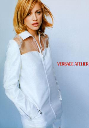 http://4.bp.blogspot.com/-rMLyKST-XdI/TfAARuzC-BI/AAAAAAAAFLE/osjll8utMBE/s1600/Vogue+Italia+September+1995+Supplement+7+preview+300.jpg