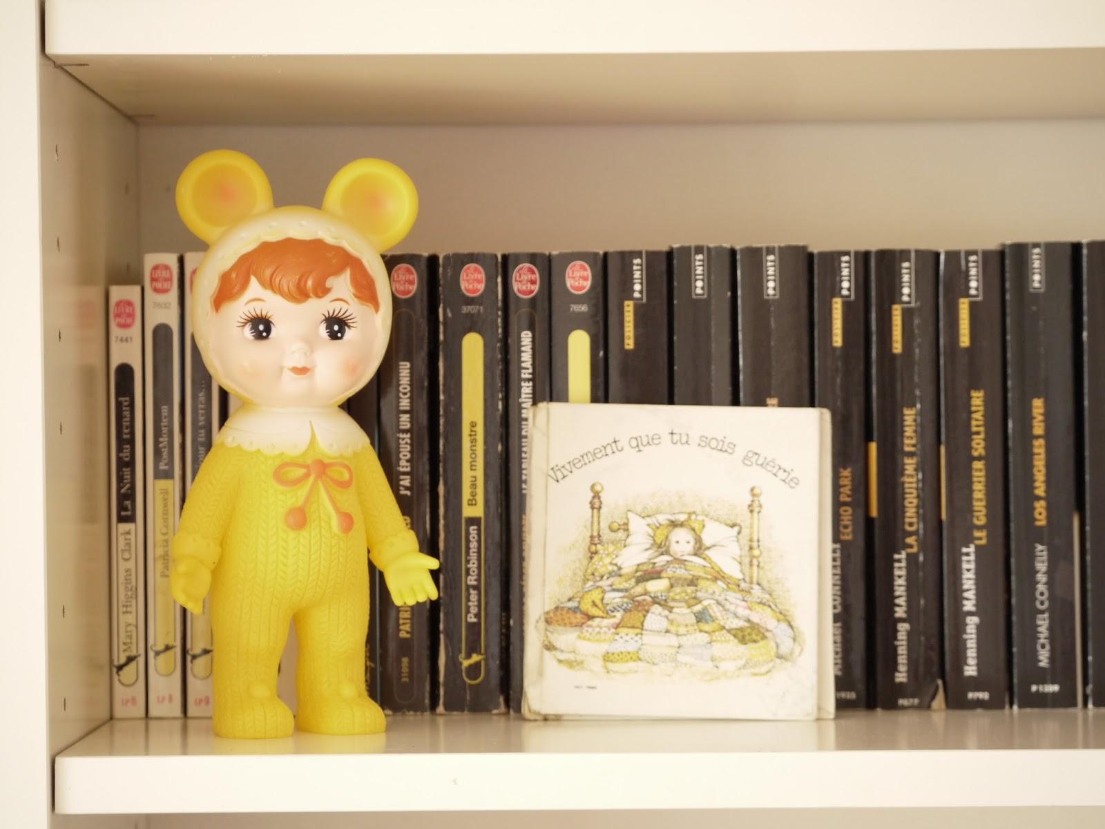 poupée vintage jaune