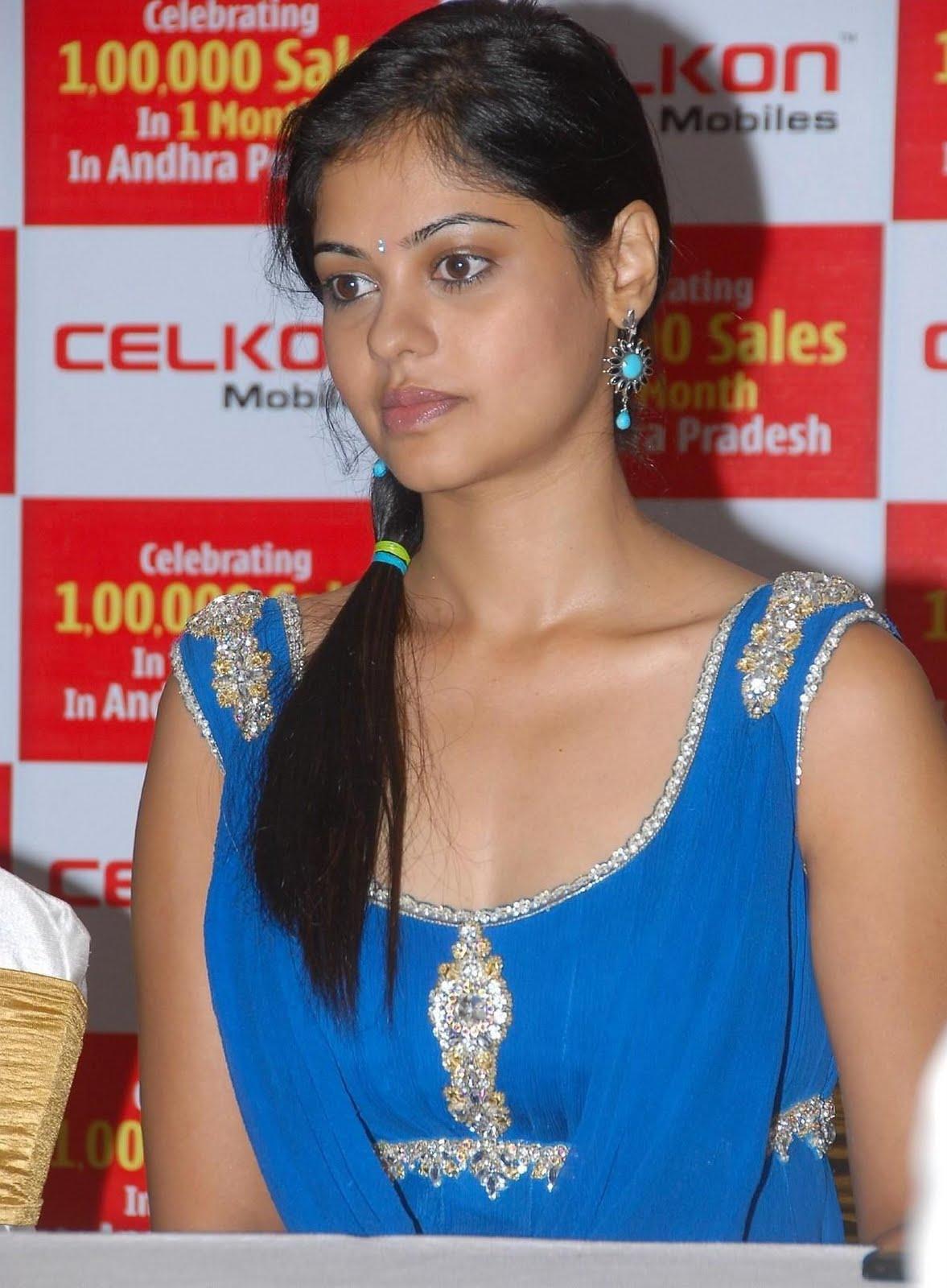 http://4.bp.blogspot.com/-rMfWDMP-kyg/TmYh9dr6FhI/AAAAAAAAFFM/LufnQ0dJCU0/s1600/Actress-Bindu-Madhavi-Blue-Dress-Paos_actresspaoszone.blogspot.com_1.jpg