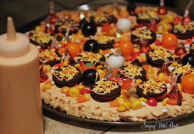 Krispy Halloween Pizza|cheerykitchen.com