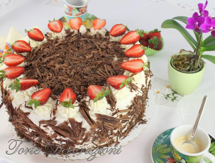 Torte e decorazioni torta cioccolato e fragole for Decorazioni torte con fragole e cioccolato
